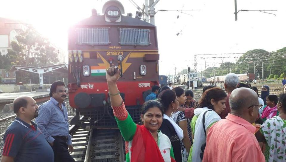 Pune Junction,Deccan Queen,commuters
