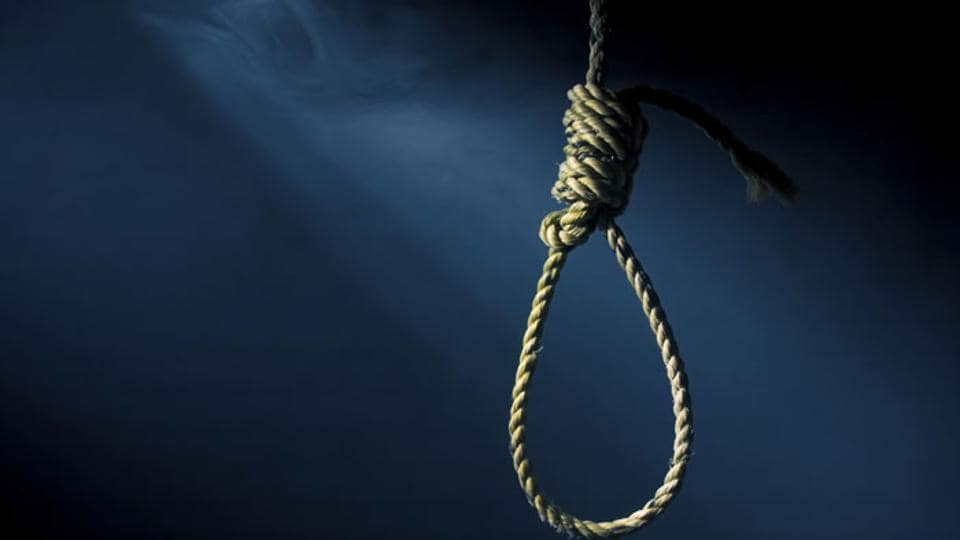 The deceased was identified as Kisan Narayan Jadhav, a resident of Kololi Supa, a small village in the tehsil.