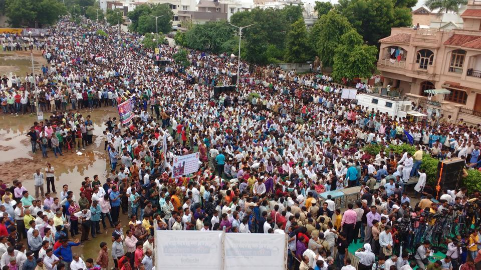 To mark the Una flogging anniversary, Mevani's Rashtriya Dalit Adhikar Manch is organising a week-long march 'Azaadi Kooch' for land rights in north Gujarat. (Siddharaj Solanki / HT Photo)