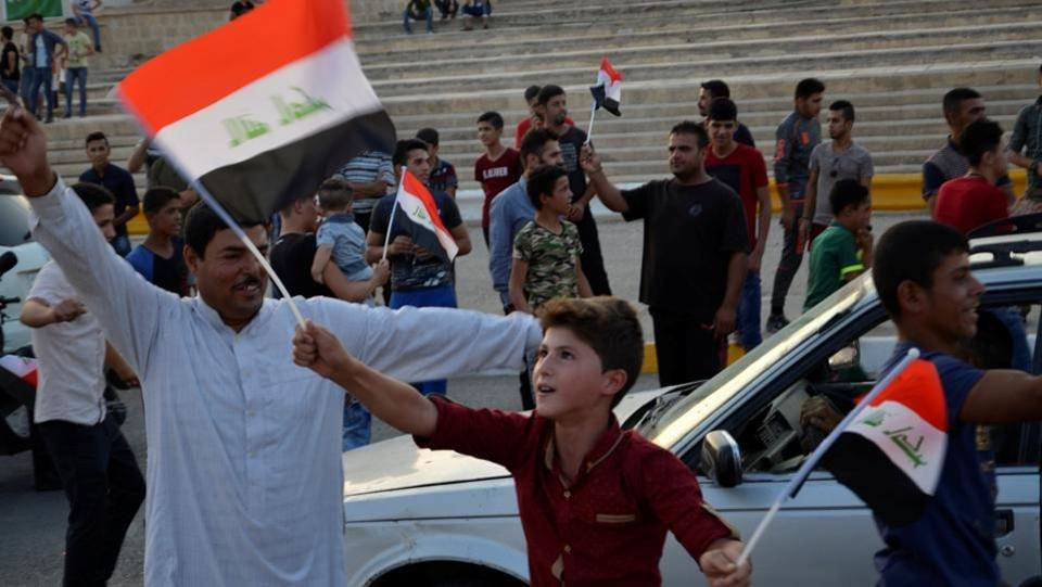 Children holding Iraq's national flag react as Iraqi forces celebrate in the Old City of Mosul. (REUTERS)