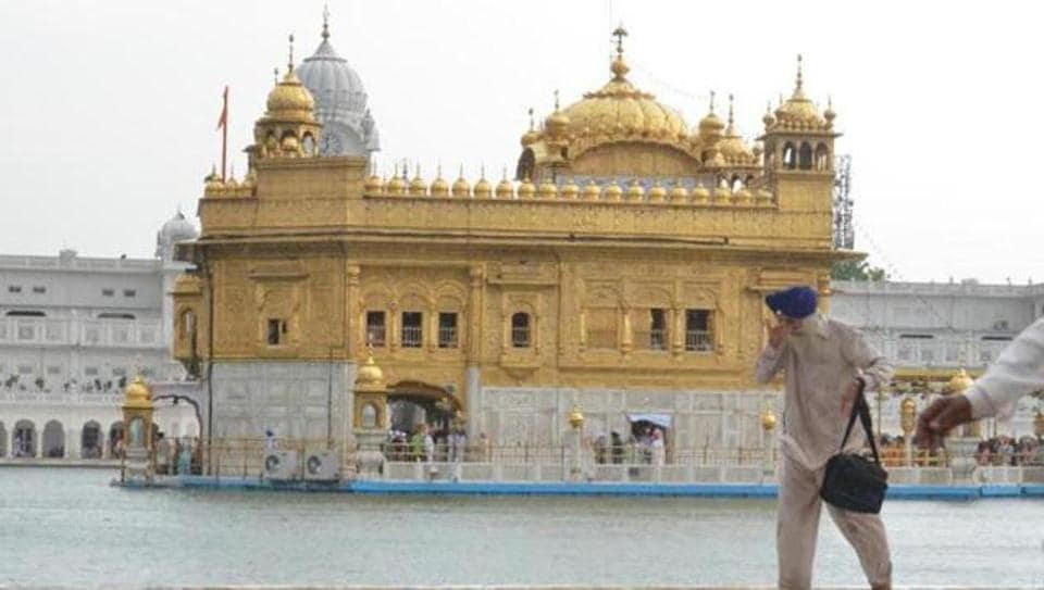 The panel found that the university did not only commit errors in the English version which is published in four volumes, but also tempered with the original form of 'Mahan Kosh', said the SGPC chief.