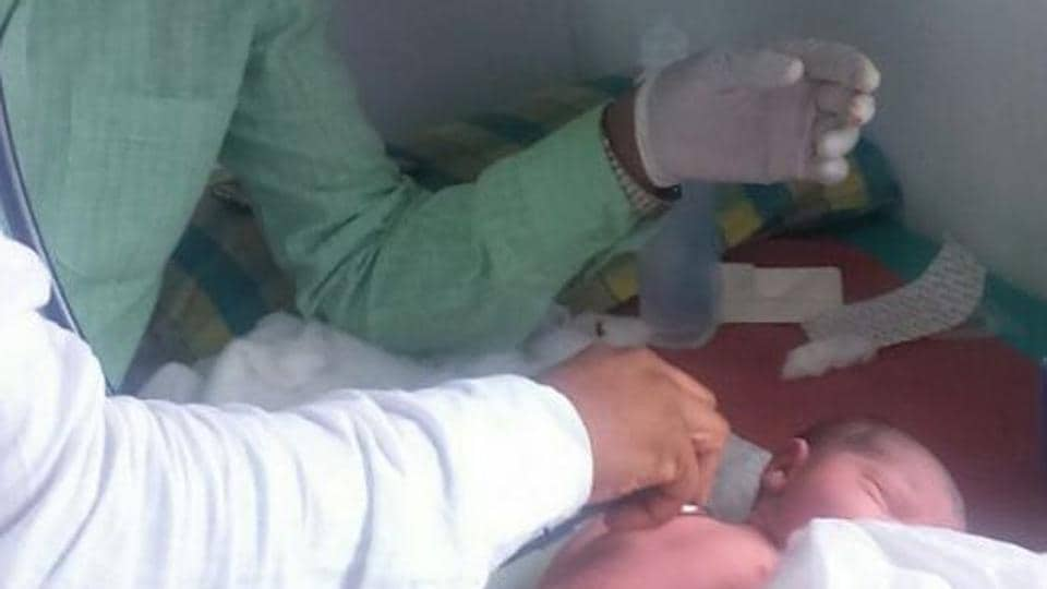 The girl weighs 2.5kg. The mother was later shifted to Rajawadi hospital for further treatment.