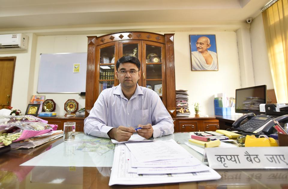 Vinay Pratap Singh joined as the new Deputy Commissioner of Gurgaon.