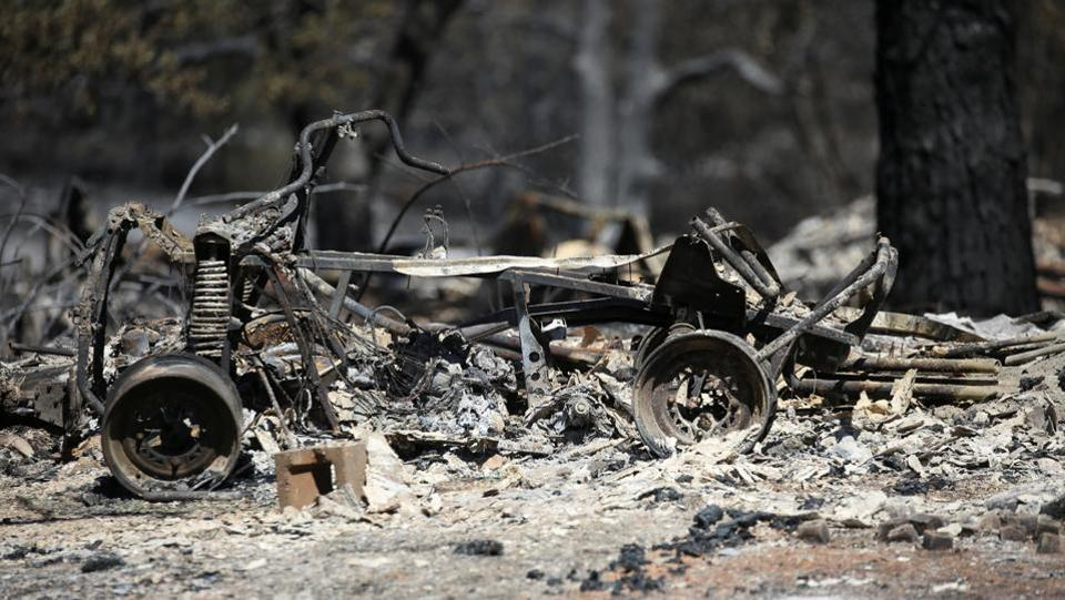 Despite the warm temperatures and low humidity, nearly 1,700 firefighters have surrounded the blaze, strengthened containment lines and slowed its growth, Cal Fire said. The fire, which was 60% contained, still threatens 606 structures. (David Ryder / REUTERS)