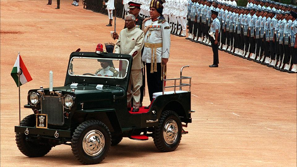 Outgoing President KR Narayanan inspecting guard of honour at the forecourt of Rashtrapati Bhavan before leaving for his new residence, New Delhi, July 26, 2002