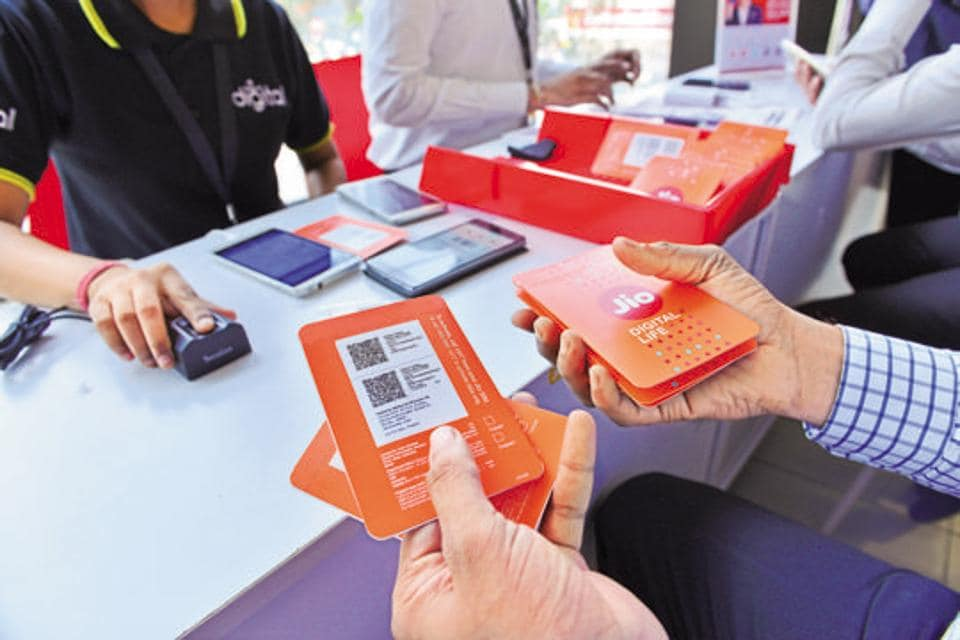 Customers buying Reliance Jio sims at a Reliance Digital centre in Mumbai . Photo By Aniruddha Chowdhury/Mint