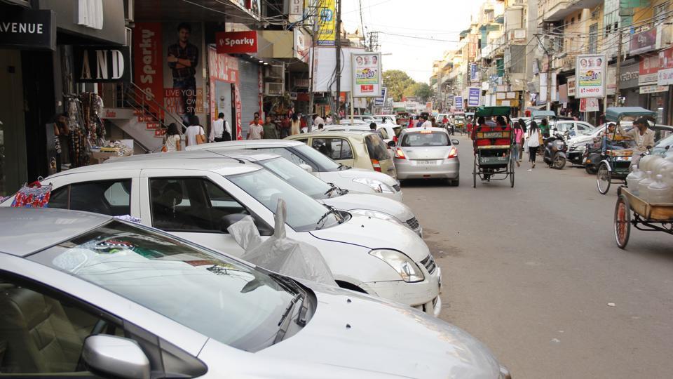 Delhi parking,Roadside parking,Illegal parking