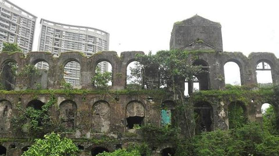 Mumbai had 56 textile mills that occupied a staggering 600 acres of land and employed more than 2.5 lakh workers.