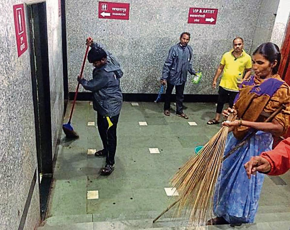 Pune Muncipal Corpration officials initiated a clean-up drive as soon as the issue was raised by Mukta Barve on social media.