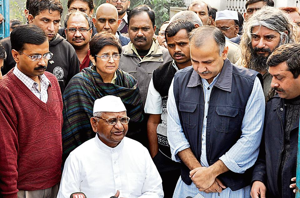 Anna Hazare at a college in Ghaziabad on 12 December, 2011. He exhorted the students to join the movement against corruption. Also in the picture is his team that included Kiran Bedi and Arvind Kejriwal.