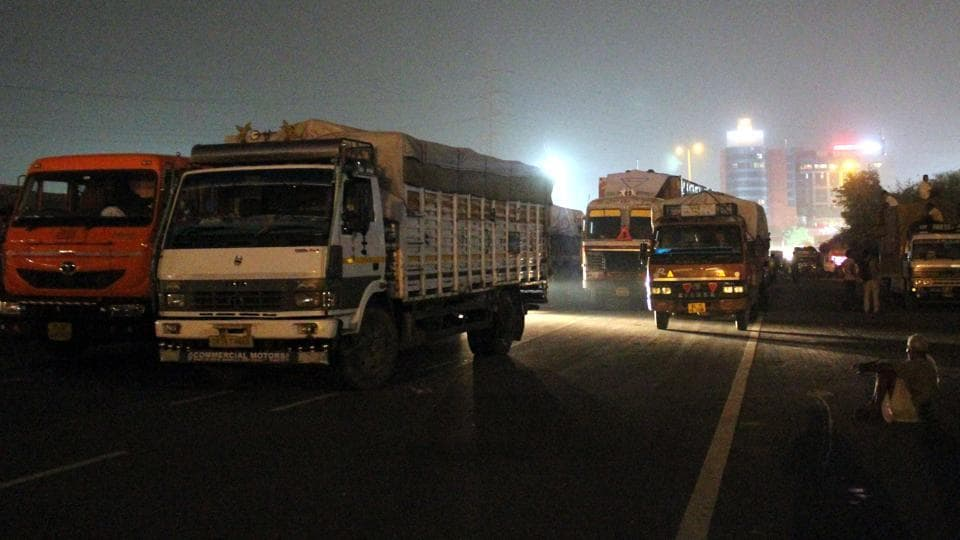 GST,Delhi traffic police,Traffic cops suspended