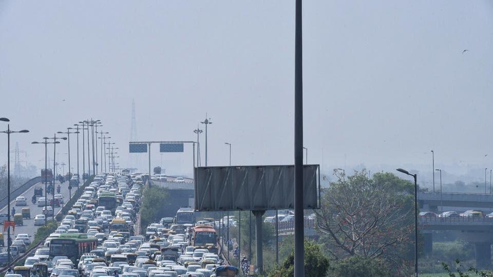 Heavy traffic jam at geeta colony flyover in east delhi on Monday, photo by Arun Sharma/Hindustan Times