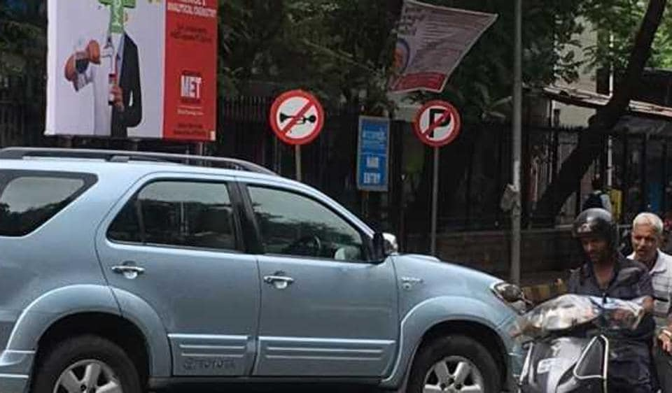 The no-honking signs