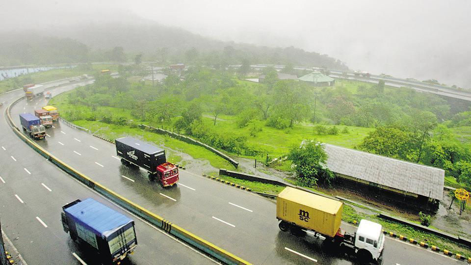 Mumbai city news,Mumbai-Pune expressway,accident