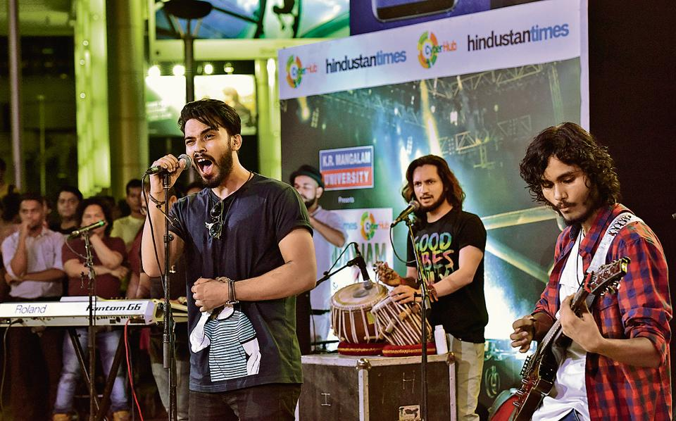 Artist performs sufi songs during the #FridayJam at Cyberhub organized by Hindustan Times.