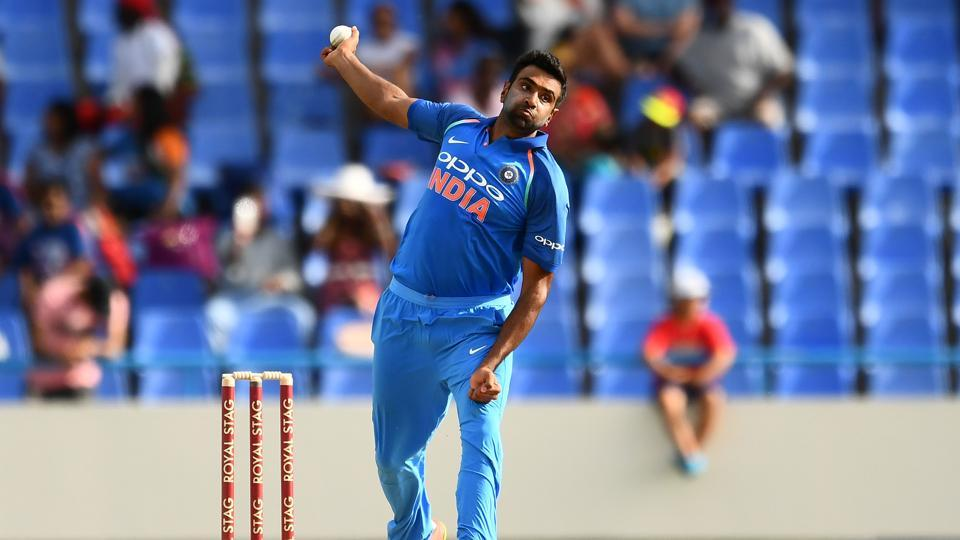 India's Ravichandran Ashwin has earned praise from Sri Lankan legend Muttiah Muralitharan.