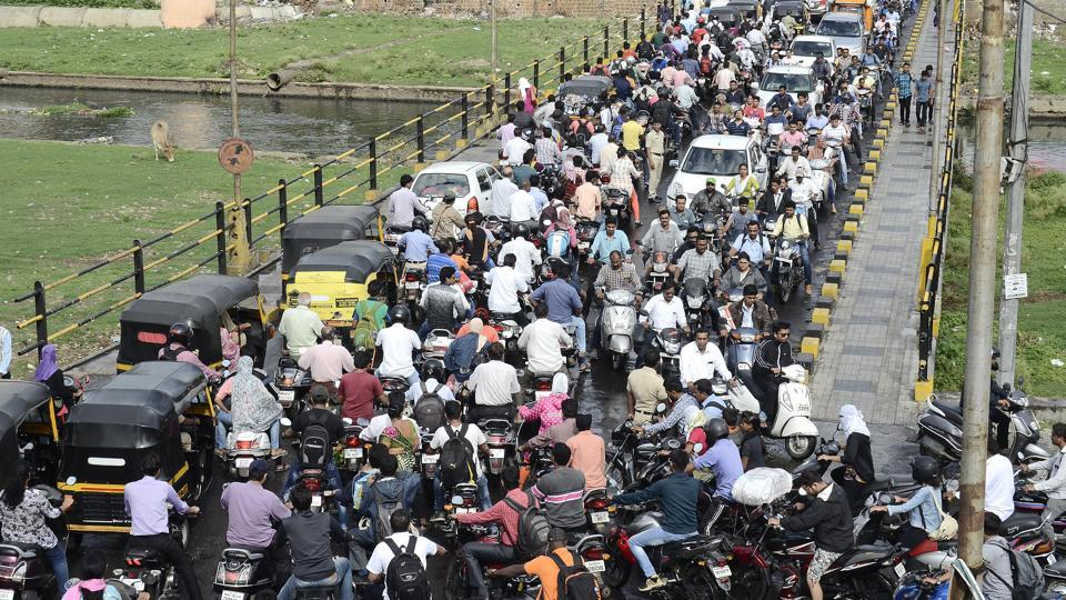 Though four-wheelers are banned between 7am to 9pm on the Baba Bhide bridge, connecting Narayan peth to Deccan, four- wheelers use the bridge, causing large scale traffic jam.