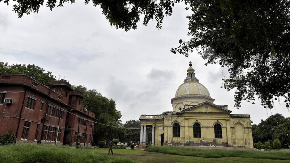 Colonel James Skinner started building St James' Church just opposite his mansion near Kashmere Gate in 1821. The initial budget of construction was estimated at Rs 95,000 which escalated to around Rs 2 lakh later. (Ajay Aggarwal/HT PHOTO)