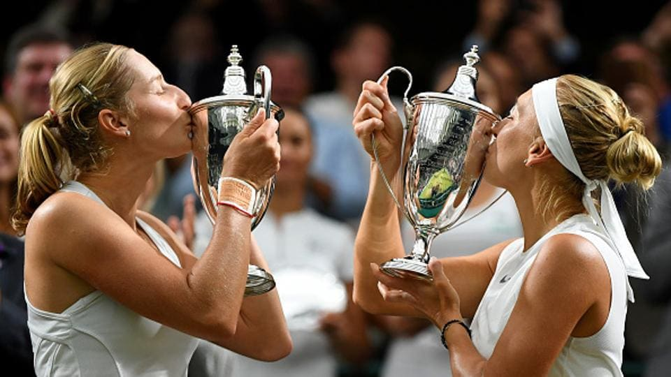 Ekaterina Makarova (L) and Elena Vesnina won their maiden Wimbledon women's doubles title with a 6-0, 6-0 win over Taiwan's Hao-Ching Chan and Romanian Monica Niculescu.