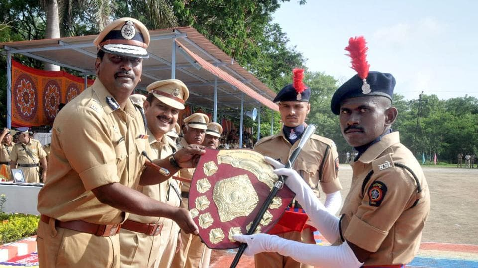 An SRPF cadet receives a trophy from Suresh Kumar Mekala during the their convocation in Pune. (HT PHOTO)