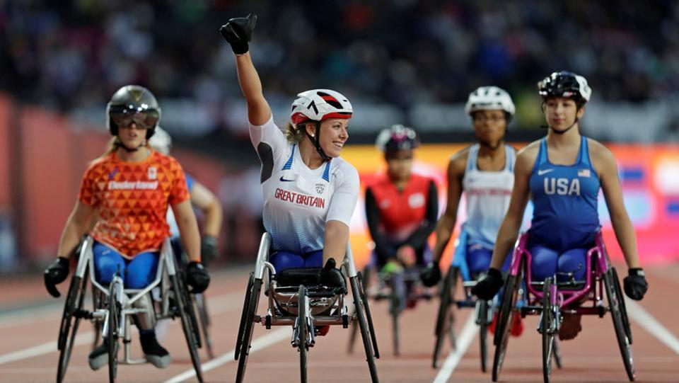 Hannah Cockroft of Great Britain celebrates after winning gold in the women's 100 metre.  (Henry Browne /Reuters)