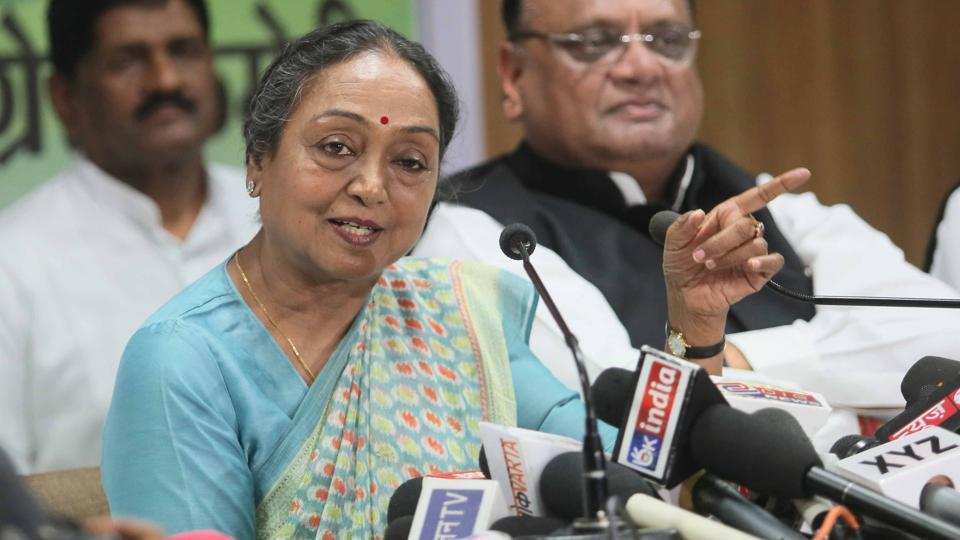 Meira Kumar, the UPA presidential candidate, interacts with mediapersons at the state Congress office in Jaipur recently. (Himanshu Vyas\ HT Photo)
