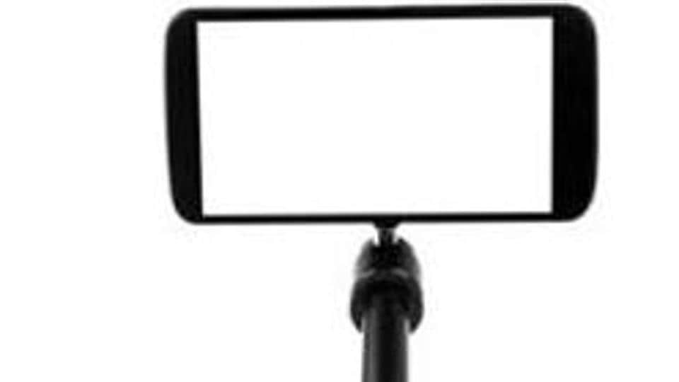 Selfie deaths have become a menace in India. (Shutterstock image)