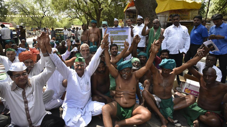 Tamil Nadu joined farmers stage a protest at Jantar Mantar in New Delhi, on April 4, 2017.