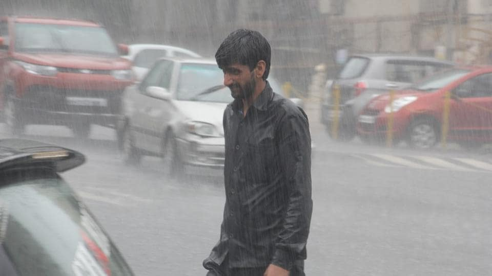 Heavy showers were witnessed in Thane on Monday morning.