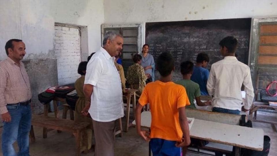 District Magistrate Yogeshwar Ram Mishra taking class in Varanasi.