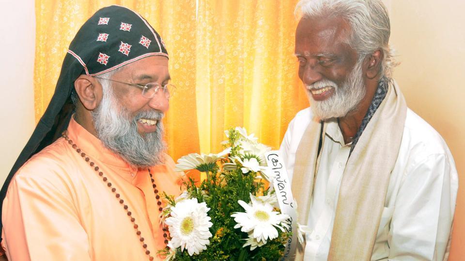 BJP's Kerala chief Kummanam Rajsekharan calling on Kerala Catholic Bishops Conference president Mar Baselios Cleemis to seek his blessings, in Kerala in December  2015.