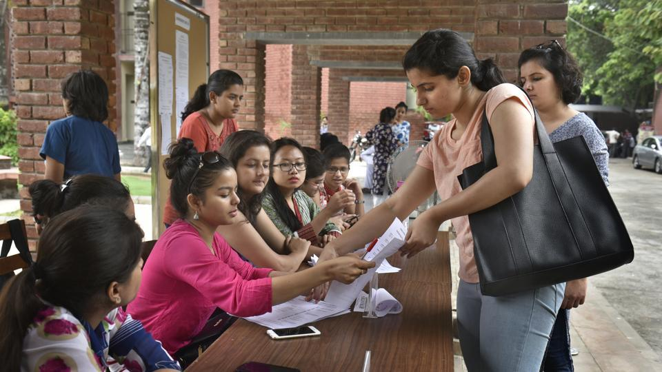 The HC on May 24 had issued a notice to the Centre, the Delhi government and DU on a plea seeking preference in admission to DU students who were Delhi domiciled.