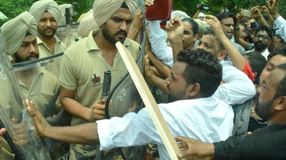 Members of the Christian community confronting the police during a protest on the Jalandhar bypass in Ludhiana on Sunday.