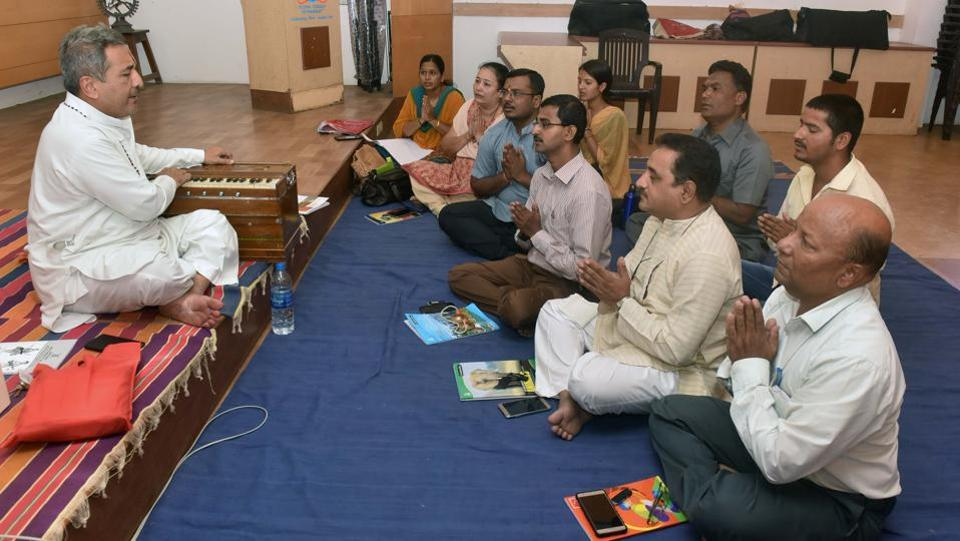 Students attend a Kirtan class by Charudutt Aphale at the Bharati Vidyapeeth, deemed university, in Kothrud.
