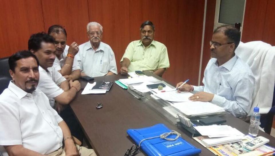 Representatives of FONRWA met SP city AK Singh regarding Mahagun violence.