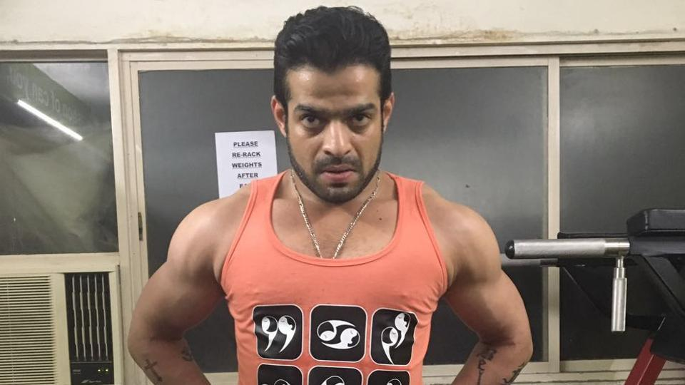 Karan Patel likes to sweat it out in the gym with intense core body and cardio workouts as well as weight training. (HT Photo)