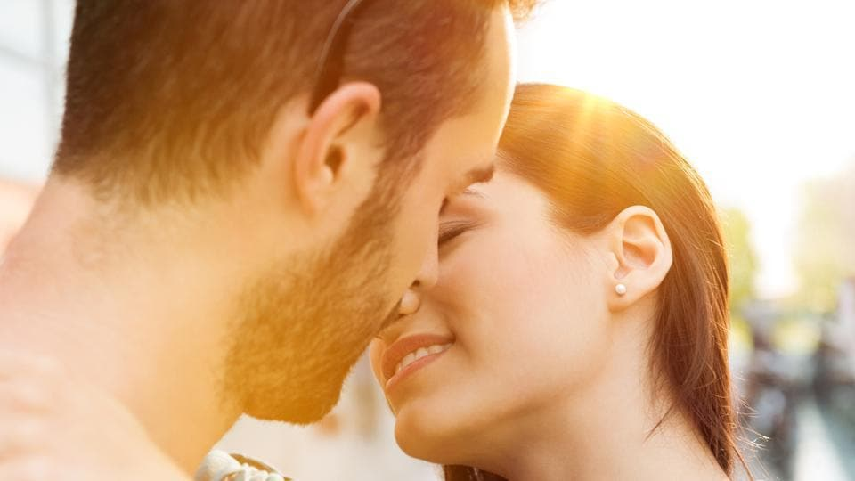 The findings suggest that the act of kissing is determined by the brain splitting up tasks to its different hemispheres.