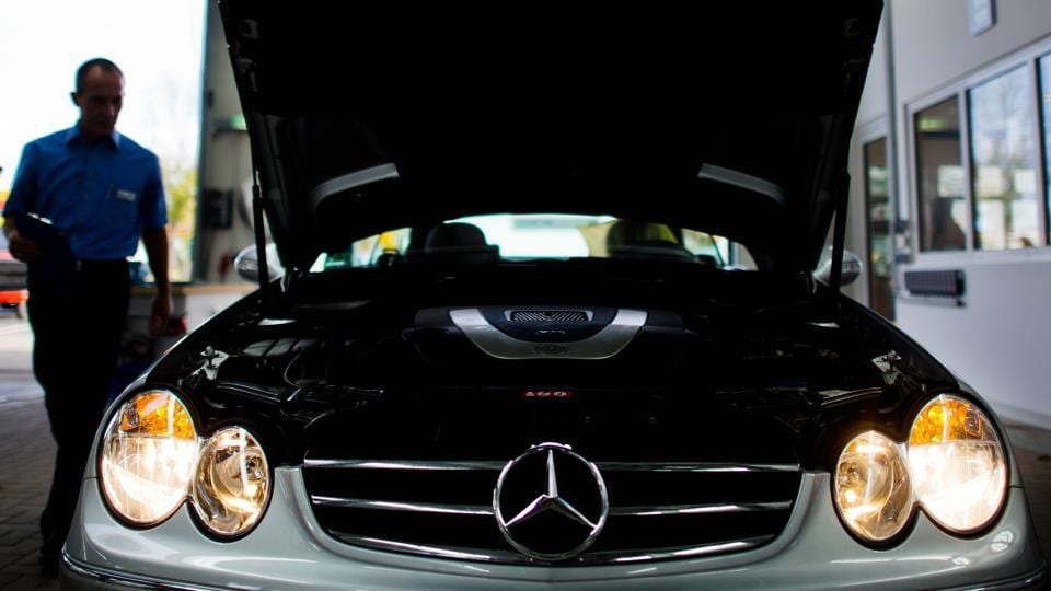 Picture taken on November 4, 2014 shows a Mercedes Benz car of German auto giant Daimler AG undergoing a TUEV technical inspection in Hildesheim, northern Germany.