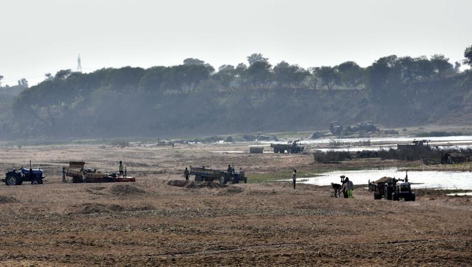 Illegal sand mining,Yamuna river,Sand mining