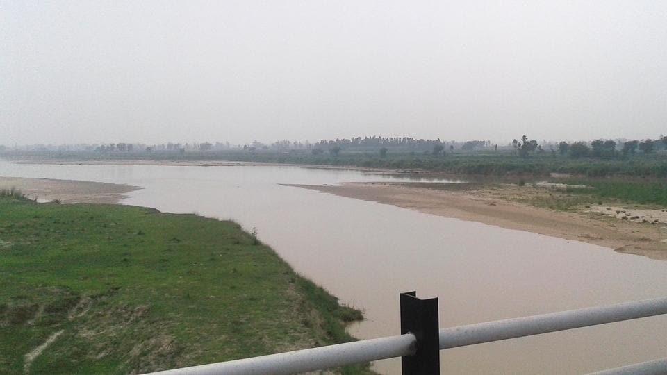 Beas and Sutlej share its 86 km long tributaries in the district. There are five Dhusi Bandhs; Vaironwal, Goindwal Sahib, Harike Pattan (downstream), Patti, Bhail Dhai Wala across the rivers.