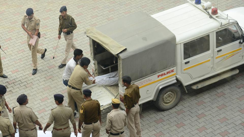 Police taking the body of the accused, Suraj Singh, for post-mortem at IGMC hospital on Wednesday. (Deepak Sansta/HT Photo)