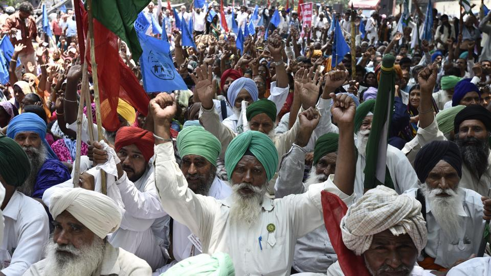 Farmers from Gujarat, Haryana, Rajasthan, Maharashtra, Punjab and Uttar Pradesh joined force with farmers from Tamil Nadu for a united agitation. (Burhaan Kinu/HT PHOTO)
