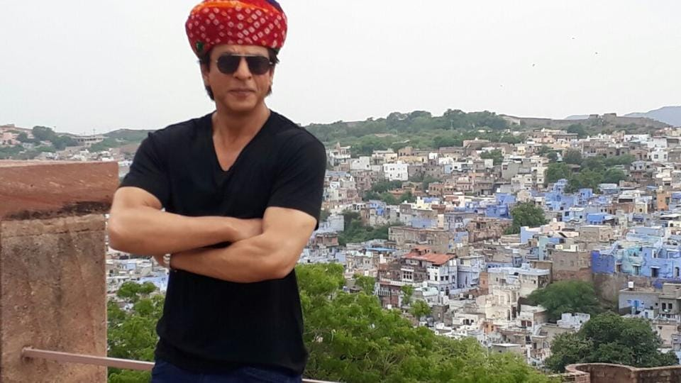 Shah Rukh Khan poses as a guide at Mehrangarh Fort in Jodhpur during a promotional tour for Jab Harry Met Sejal.