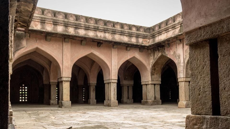 The open courts provide the mosque with light and ventilation to the prayer area. The mosque has an internal arcade consisting of 180 square stone columns which divide the building into aisles. (Abhirup Biswas / HT Photo)