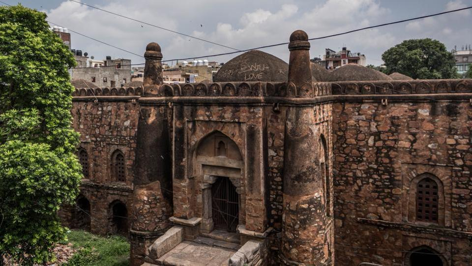 Unlike the lavish structures of the Mughals that followed the Sultanate dynasty, the Khirki Masjid is a far more elementary site in comparison. Built in the rubble masonry style with the exterior once plastered, the interiors lack embellishment or intricate carving, making do instead with exposed stone, save for the latticed windows that give the mosque its eponymous feature.  (Abhirup Biswas / HT Photo)