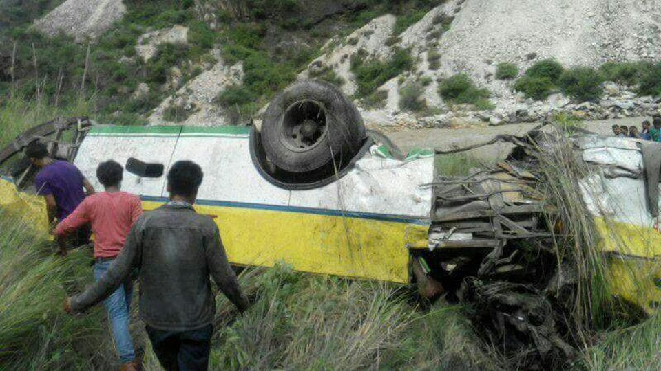 28 killed, 9 injured as bus rolls down gorge in Himachal Pradesh