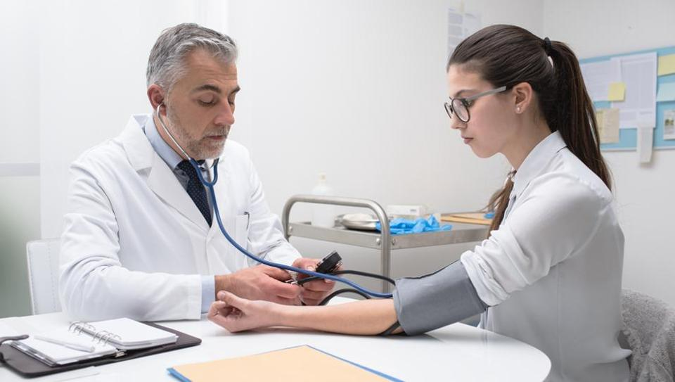 Health care providers rarely perform stethoscope hygiene between patients.