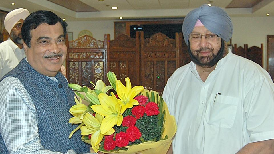 (left) Union minister of transport and highways Nitin Gadkari and Punjab chief minister CaptainAmarinder Singh.