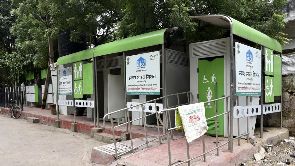 More than the construction of public toilets, it is their effective maintenance which is the biggest challenge. Users often don't flush and leave the toilet dirty. The theft of bulbs, taps, bins and doors are common.