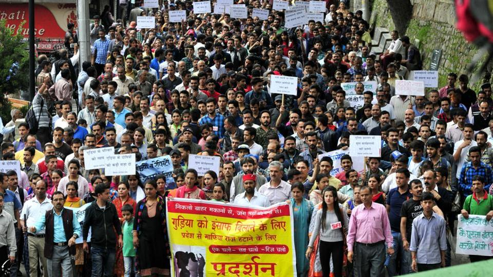 Member of Student Federation of India (SFI) organisations protesting at Mall road in Shimla on Thursday. (Ravi Kumar/HT Photo)